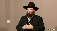 Yacov Young sings a Nigun hitvadut.