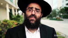 Leon Klein, a Spanish-speaking film actor, took 3 Rabbis,RabbiChay Amarof Chabad of Golden Beach, FL,RabbiYossi Srugo- of Chabad Aventura, FL / Mohel,RabbiYossi Smiercof K Space center,to the streets of Miami to explain what is Rosh Hashana.
