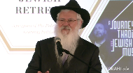 Rabbi Manis Friedman delivers the farewell address at the conclusion of the 12th Annual National Jewish Retreat.