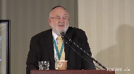Rabbi Weinreb was a young man searching for answers when he turned to the Lubavitcher Rebbe. The advice he received has stayed with him until today. Rabbi Weinreb shares his personal story and explains how we can apply its message to our own lives: that sometimes the person we need to talk to most is ourselves.