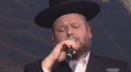 Cantor Yitzchak Meir Helfgot sings Ani Ma'amin at the International Conference of Shluchim, November 7, 2010.