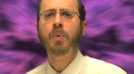 Bienvenidos a la temporada JabadTube 3, con el Rabino Yosef Slavin de Jabad en Caracas, Venezuela! En este episodio, el rabino Slavin, arroja luz sobre los mensajes ocultos de Parashat Emor.